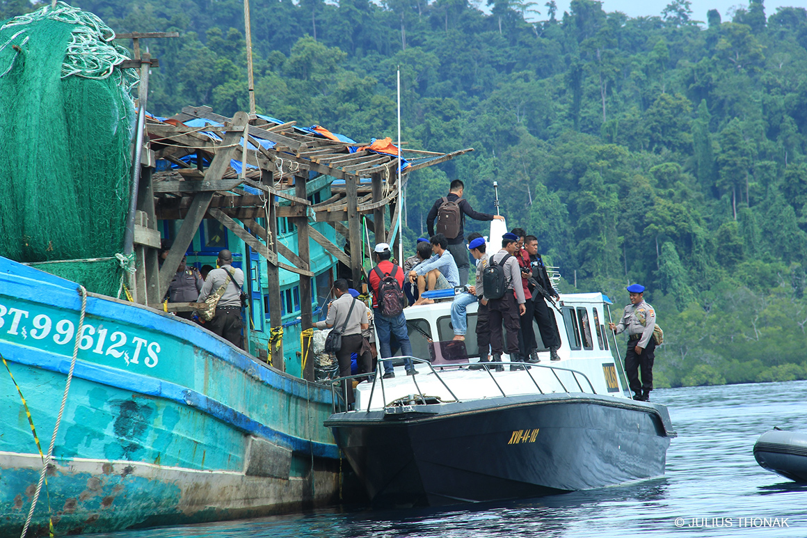 Raja Ampat water police boarding the illegal Vietnamese shark-finning ship. (© Conservation International/photo by Julius Thonak)