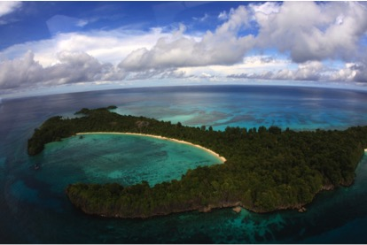 The Auri atolls and reefs in central Cendrawsih Bay feature stunning beaches and crystal clear water.